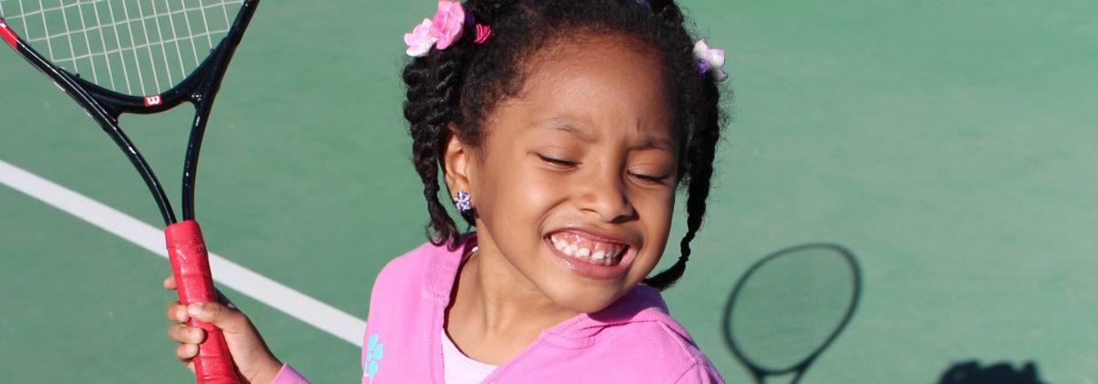 Little_girl_learning_tennis